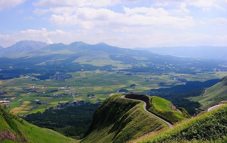 Enjoy the grand nature in Aso, Kumamoto to the fullest